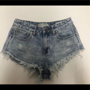 Bullhead hi rise cut off cheeky shorts size 25